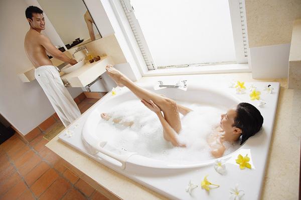 Rũ tắm chung khi phụ nữ muốn quan hệ